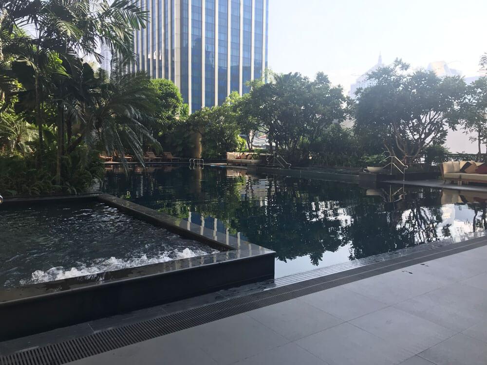 グランデセンターポイントホテルラチャダムリのプール