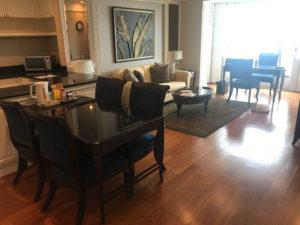 『グランデセンターポイントホテルラチャダムリの宿泊記』部屋の写真あり。