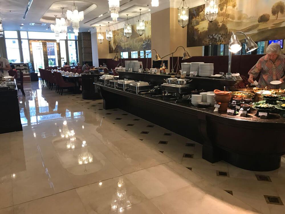 グランデセンターポイントホテルラチャダムリの朝食あり